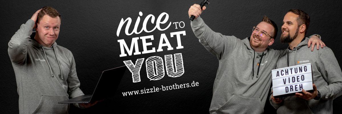 SizzleBrothers Merchandise Shop - Moin ihr Sizzler! Schön das ihr den Weg zu unserem Merchandise Shop gefunden habt. Endlich könnt ihr euch auch mit unseren Fan-Artikeln ausstatten. Wir sind Hannes & Julian, die SizzleBrothers aus Hannover und zusammen mit euch sind wir Feuer & Flamme am Grill!